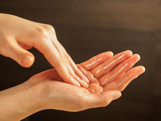 オイルの手